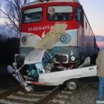Un conducător auto a intrat în coliziune cu o locomotivă