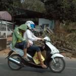 Conducea un moped neînregistrat şi fără a avea permis