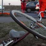 Două minore accidentate în timp ce se deplasau pe o bicicletă