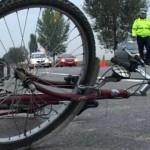 Biciclist neatent accidentat în comuna Asău
