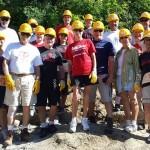 Voluntari din America au venit în Bacău să ajute o familie de vârstnici cu dizabilităţi să-şi construiască o casă
