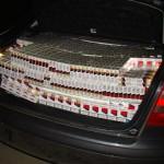 8.200 bucăţi ţigarete de contrabandă confiscate şi un autoturism reţinut
