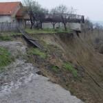 Alunecari de teren la Gasteni. Peste 40 de persoane, evacuate