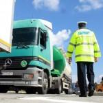 Peste 21.000 autobuze si camioane controlate de politisti