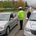 A abandonat autoturismul pe care îl conducea cu permisul suspendat