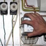 Furturi de energie electrică, cercetate de polițiști