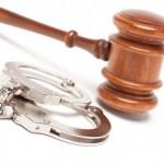 Cercetat pentru furt calificat, în stare de arest la domiciliu