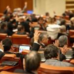 Deputaţii au adoptat creşterea indemnizaţiilor pentru mame: plafonul a fost eliminat