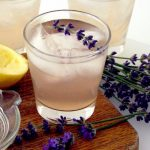 Tu știi cât de sănătoasă este limonada cu lavandă?